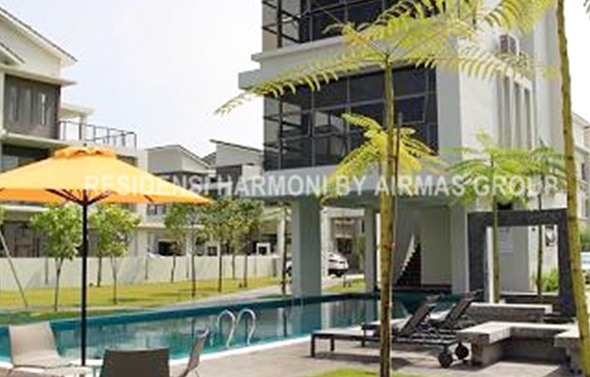 Residensi Harmoni swimming pool